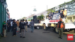Ormas dan Mulan Jameela Sambut Dhani Bebas di Rutan Cipinang