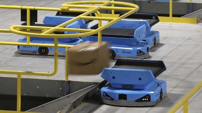 Amazon kini memiliki lebih dari 200 ribu kendaraan robot yang disebutnya 'Drive'. (AP Photo/Ross D. Franklin).