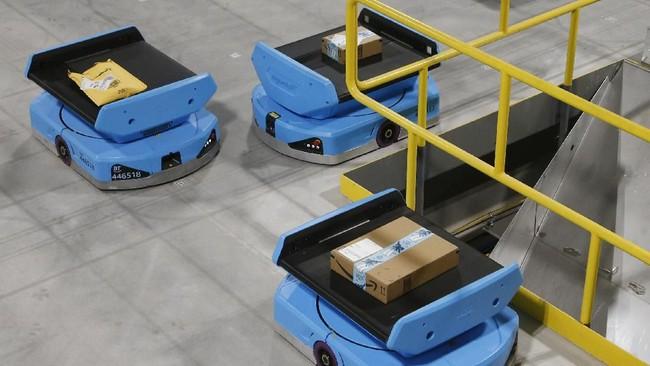 Pekerja gudang diprediksi akan kehilangan pekerjaan mereka karena tergantikan oleh mekanik robot pengangkut. (AP Photo/Ross D. Franklin).