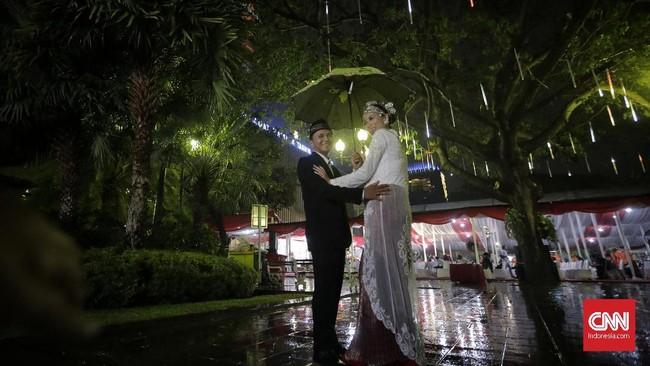 Pemprov DKI Jakarta menggelar nikah massal di Balai Kota Jakarta pada pengujung 2019. (CNN Indonesia/Adhi Wicaksono).