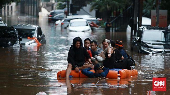 Banjir di Kemang Belum Surut, Listrik Masih Padam