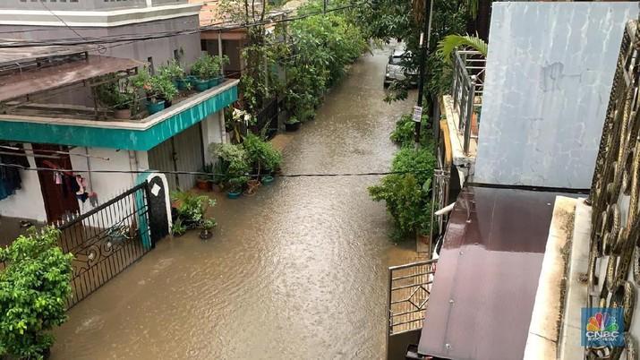 Hujan deras mengguyur Jabodetabek sejak Selasa (31/12/2019) sore hingga Rabu (1/1/2020) pagi membuat sejumlah wilayah Jabodetabek terendam banjir, Jakarta.
