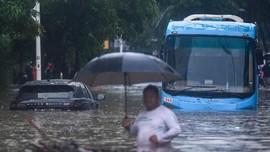 Banjir, Transjakarta Setop dan Alihkan Rute Operasi