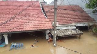 Bayi Terjebak Banjir di Bekasi, Polisi Sebut Perahu Kurang