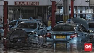 Pool Taksi Blue Bird Jakarta Banjir, Belasan Mobil Terendam