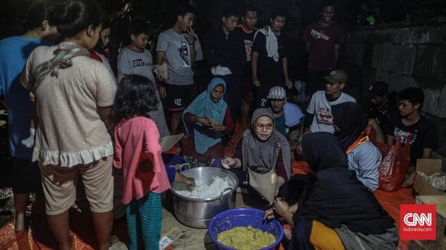 Penyakit saluran pernapasan seperti flu, radang paru, tuberkulosis juga harus diwaspadai pengungsi banjir, demikian pulapenyakit kulit dan pencernaan yang berpotensi menyerang. (CNN Indonesia/Bisma Septalisma)