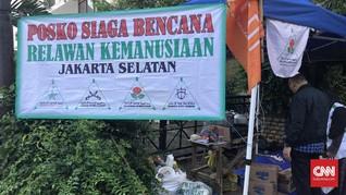 FPI dan Gereja Berdampingan Bangun Posko Banjir Jakarta