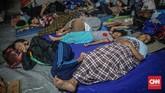 Badan Nasional Penanggulangan Bencana (BNPB) mencatat ada 169 titik banjir di seluruh wilayah Jabodetabek dan Banten, dengan terbanyak berada di Provinsi Jawa Barat 97 titik, DKI Jakarta 63 titik dan Banten 9 titik. (CNN Indonesia/Bisma Septalisma)