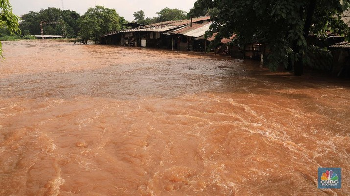 Melihat Pemandangan Jakarta Barat yang Lumpuh Akibat Banjir