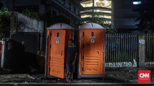 Hujan dengan intensitas tinggi diperkirakan akan terjadi lagi hari ini, sehingga warga diimbau untuk mengantisipasi seandainya banjir melanda lagi. (CNN Indonesia/Bisma Septalisma)