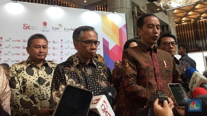 Jokowi meminta kepada Otoritas Jasa Keuangan (OJK) dan Bursa Efek Indonesia (BEI) untuk menghentikan praktik tersebut.