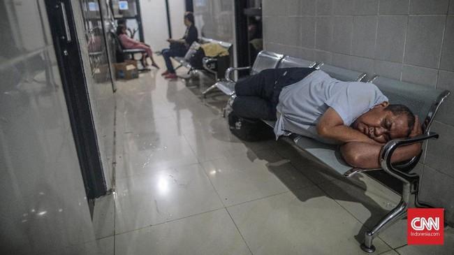 Setiap lokasi pengungsian juga harus dilengkapi dengan berbagai obat-obatan yang mendukung, di antaranya antibiotik untuk anti diare, obat kulit, ada obat-obatan juga untuk gejala batuk atau sesak saluran pernapasan. (CNN Indonesia/Bisma Septalisma)