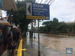 Mengintip Kawasan Pasar Baru yang Masih Tergenang Banjir