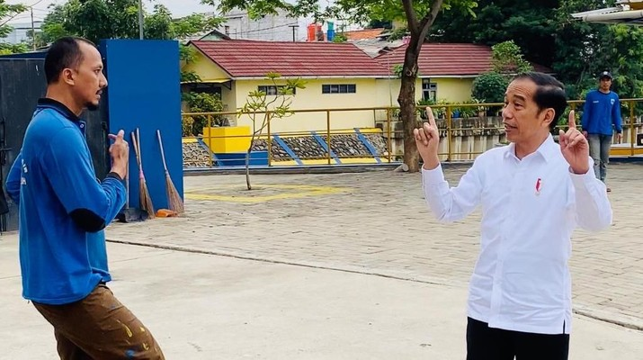 Jokowi seakan tak pernah bosan membahas persoalan penyakit kronis yang sudah lama menghantui perekonomian Indonesia