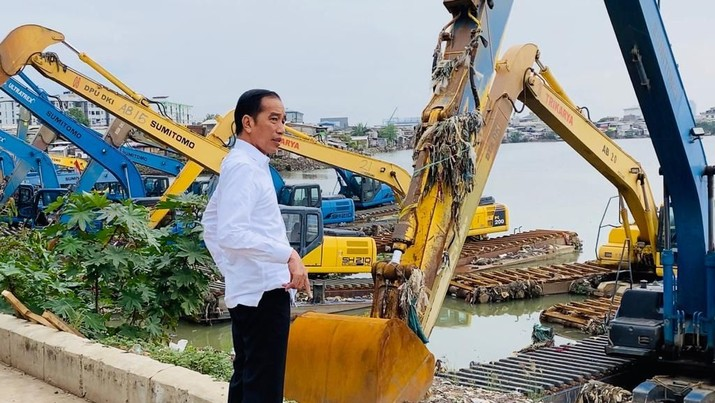 Presiden Jokowi Ke Waduk Pluit, Pastikan Peralatan Penanganan Banjir Berfungsi Optimal. (Biro Pers Sekretariat Presiden)