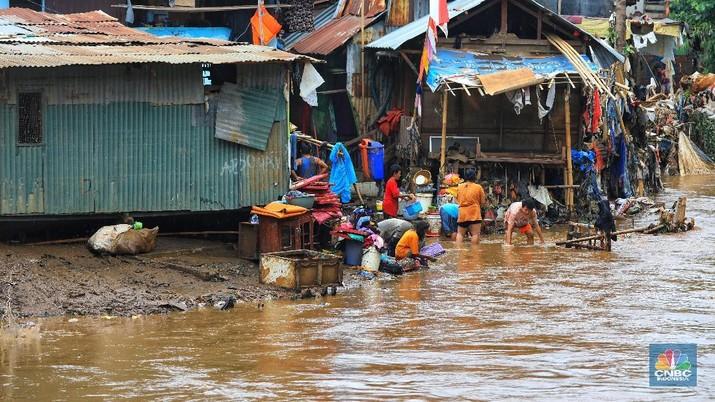 Pemerintah pusat di bawah Presiden Jokowi melalui PUPR punya program penanggulangan banjir sejak 2015.
