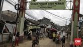 Banjir menerjang Perumahan Pondok Gede Permai, Jatiasih, Bekasi, Jawa Barat, dan menghancurkan kendaraan yang terparkir di jalanan. Ketinggian air sempat mencapai dua meter. (CNN Indonesia/Adhi Wicaksono)