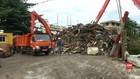 VIDEO: Sampah Kembali Penuhi Pintu Air Manggarai