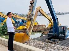 Tanpa Ditemani Anies, Ini Gaya Jokowi Sidak Pompa Waduk Pluit