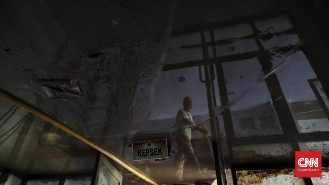 Data Kemendikbud menyebutkan per 3 Januari 2020 terdapat 290 sekolah terdampak banjir di wilayah DKI Jakarta yang terdiri dari 201 sekolah terendam banjir dan 89 sekolah mengalami gangguan pada akses menuju sekolah. CNN Indonesia/Adhi Wicaksono