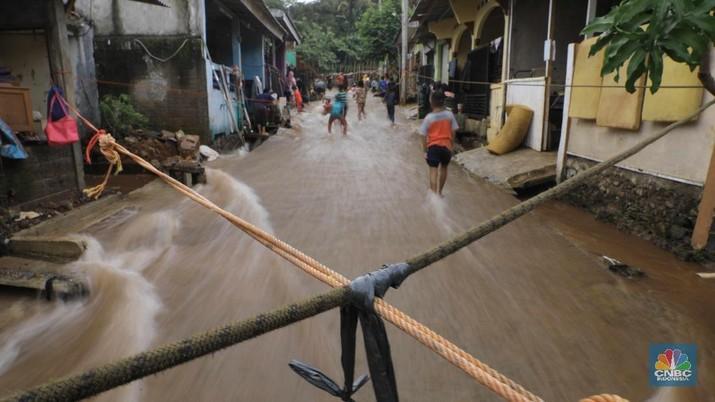 Tanggul Jebol Bikin Perumahan di Bojonggede ini Kebanjiran