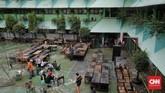 Banjir menerjang sebagian wilayah Jabodetabek akibat hujan dengan intensitas tinggi yang turun sejak 31 Desember 2019 hingga 1 Januari 2020.(CNN Indonesia/Adhi Wicaksono)
