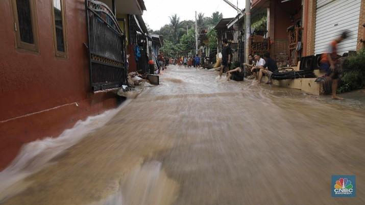 Perumahan Puri Citayam Permai 2 di Bojonggede, Kabupaten Bogor, Jawa Barat, terkena dampak tanggul jebol beberapa hari lalu.
