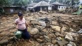 Kondisi Desa terdampak longsor dan banjir bandang di Desa Adat Urug, Kecamatan Sukajaya, Kabupaten Bogor, Jawa Barat, Sabtu (4/1/2020). (ANTARA FOTO/Yulius Satria Wijaya)