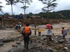 Terjun ke Masyarakat! BUMN Keroyokan Salurkan Bantuan Banjir