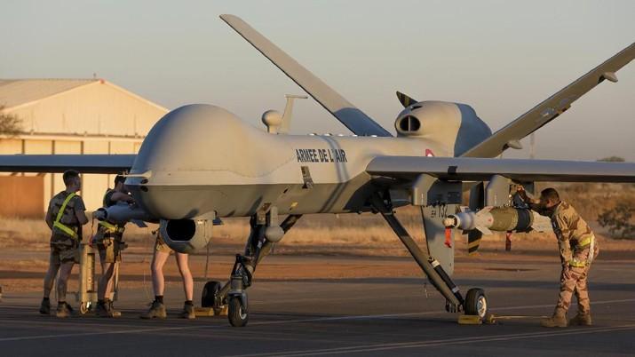 Jenderal Iran Qassem Soleimani tewas oleh drone MQ-9 Reaper. Drone perang ini dibuat General Atomics yang pemiliknya adalah salah satu orang terkaya di dunia.