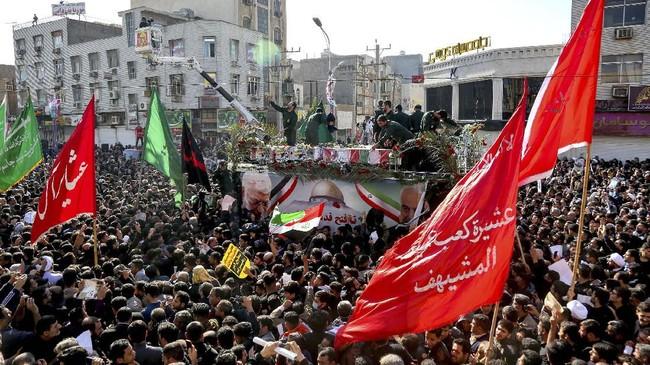 Rencananya jasad pria 62 tahun itu akan dimakamkan di kampung halamannya di Kerman.(Alireza Mohammadi/ISNA via AP)