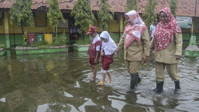 Tunjangan Guru Terdampak Banjir Cair April Kisaran Rp1,5 Juta