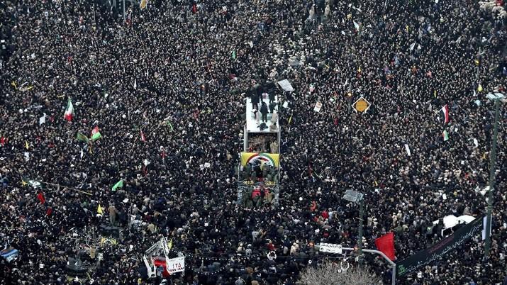 Pemimpin Tertinggi Iran, Ayatollah Khamenei, menetapkan hari berkabung nasional selama tiga hari untuk menghormati kematian Jenderal Qasem Soleimani.