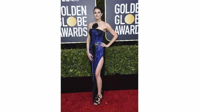 Gaun sequin bukan ide buruk, tapi Shailene Woodley malah membuatnya kacau. Corak gaun tampak aneh ditambah aksen lingkaran di bagian dada. (Photo by Jordan Strauss/Invision/AP)