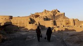 Benteng Arg'e Bam, benteng gurun pra-Islam yang merupakan monumen tanah liat terbesar di dunia. (AFP PHOTO/Atta Kenare)