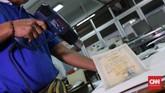 Tercatat 150 warga mendatangi ANRI untuk menyelamatkan dokumen seperti Akta kelahiran, ijazah, paspor serta dokumen penting lainnya. (CNNIndonesia/Safir Makki)
