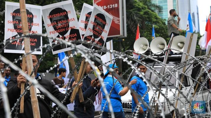 Aksi tersebut menuntut Pemerintah China menarik Coast Guard milik mereka dari wilayah perairan Natuna.