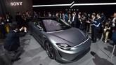 Sony ambil bagian di CES 2020 dengan menampilkan mobil listrik konsep. (David Becker/Getty Images/AFP)