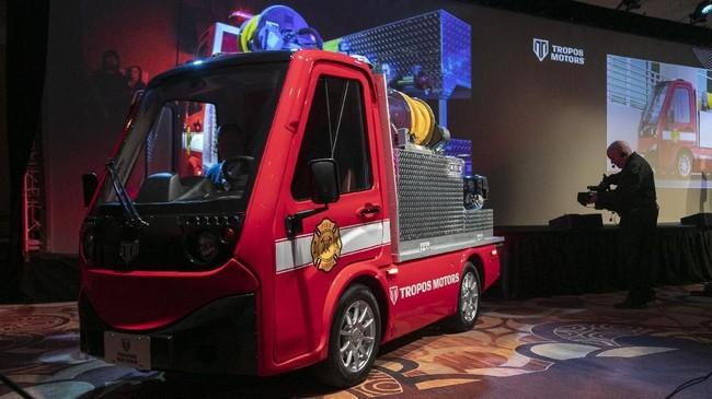 Panasonic berkolaborasi dengan Tropos Motors membuat kendaraan pemadam kebakaran dengan konsep 'compact utility commercial' di Consumer Electronics Show (CES).(Photo by DAVID MCNEW / AFP)