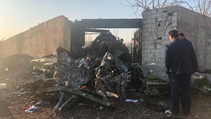 Iran menyatakan kemungkinan tidak ada yang selamat dari kecelakaan pesawat Boeing 737 milik maskapai Ukraina yang jatuh tersebut