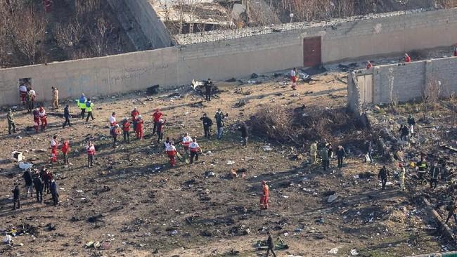 Sebanyak 167 penumpang dan sembilan awak dilaporkan tewas.(Photo by Rouhollah VAHDATI / ISNA / AFP)
