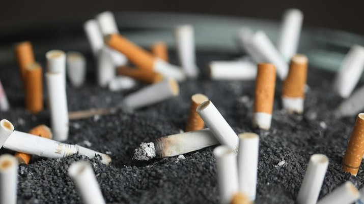 FILE - This March 28, 2019 photo shows cigarette butts in an ashtray in New York. On Wednesday, Jan. 8, 2020, researchers reported the largest-ever decline in the U.S. cancer death rate, and they are crediting advances in the treatment of lung tumors. Most lung cancer cases are tied to smoking, and decades of declining smoking rates means lower rates of lung cancer diagnoses and deaths. (AP Photo/Jenny Kane, File)
