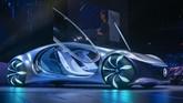 Mercedes-Benz Vision AVTR merupakan mobil konsep yang didesain untuk bisa membaca situasi di sekitarnya. Keunggulan lainnya yaitu menyimpan teknologi otonom. (Photo by DAVID MCNEW / AFP)
