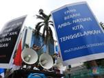 Teriak Siap Perang, Massa Geruduk Kedubes China di Jakarta