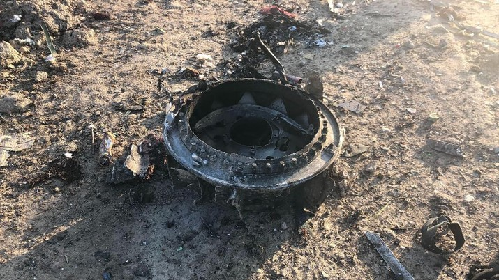 Otoritas penerbangan Iran membantah pesawat Boeing 737-800 Ukraine International Airlines jatuh karena tembakan rudal.