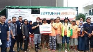 BNI LIFE dan BNI Salurkan Bantuan Usai Banjir