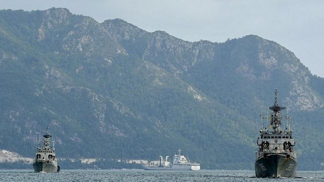 Tiga KRI Usir 30 Kapal Asing dari Natuna