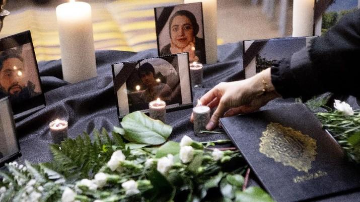 Massa meminta pemerintah Iran bertanggung jawab pada salah tembak maskapai Ukraine Airlines.