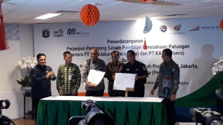 foto/ Penandatangannan pemegang saham pendirian usaha perusahaan antara PR MRT Jakarta/ CNBC Indonesia: Choirul Anwar
