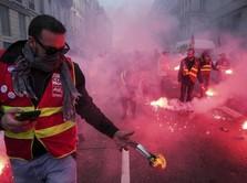 Prancis Rusuh, Macron di Demo Karena Usia Pensiun